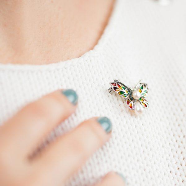 Brosa argint fluture email doua perle